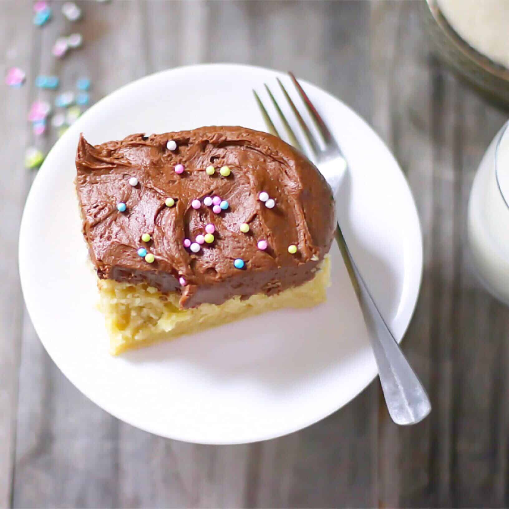 Duncan Hines Yellow Cake With Chocolate Frosting