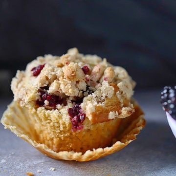 Cobbler muffin with blackberries