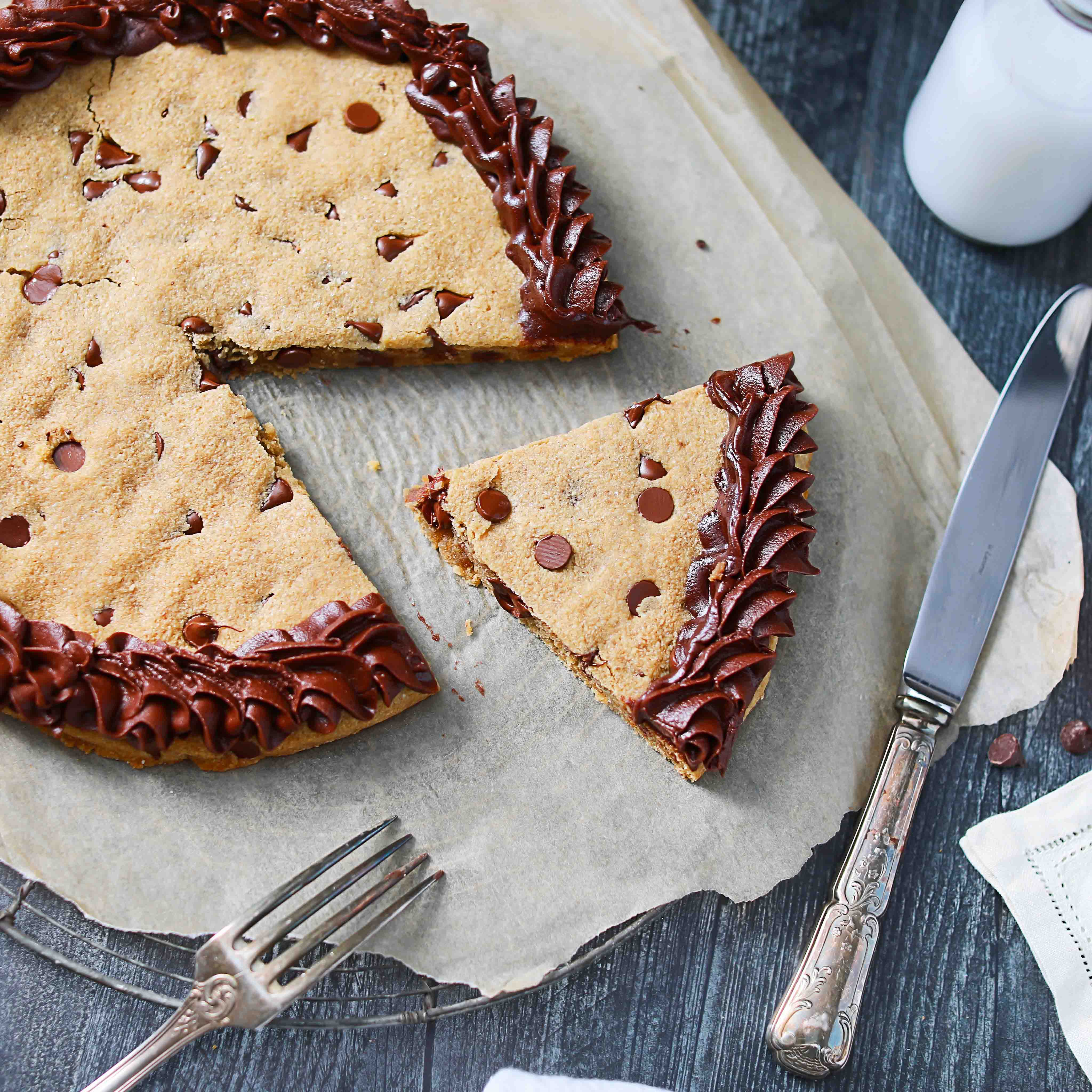 Chocolate Chip Cookie Cake Low-Carb